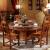 卓然として優れた純木の食卓中国式の模造古大円卓ベルト回転盤彫刻の香樟木のテーブルとテーブルの組み合わせはガラスの新婚家具301赤檀色1.38メートルのテーブル(回転盤に送る)+6椅子と椅子を組み合わせることができます。